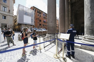 """Si rivedono i turisti in centro a Roma, ma solo italiani: """"Siamo venuti perché non c'è caos"""""""