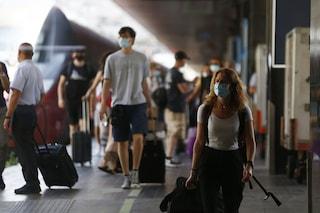 Sospesa la linea ferroviaria Roma-Napoli per incendio: polizia a Termini per evitare assembramenti