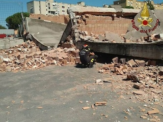 """Crolla una rimessa per bus a Roma: """"Cedimento per colpa di un appartamento costruito abusivamente"""""""