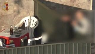 Spacciavano davanti alle scuole, cocaina venduta anche ai ragazzi: sgominata banda al Trullo