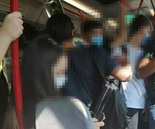 """Massimina, odissea degli studenti che vanno a scuola: """"Sui bus zero distanziamento e ore di attesa"""""""