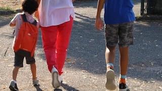 """Bambini disabili via da scuola, i genitori: """"Figli a casa, costretti a non andare a lavorare"""""""