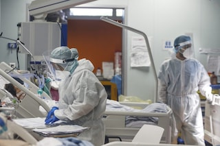 Coronavirus Lazio, bollettino di venerdì 30 ottobre: 2246 positivi e 17 morti, 1073 contagi a Roma