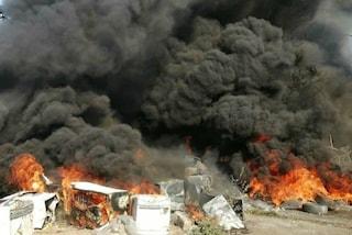 Enorme incendio nel campo rom del Foro Italico: nube tossica su Roma Nord