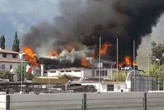 Grosso incendio a Spigno Saturnia, in fiamme il parco acquatico Splash