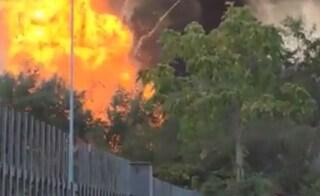 Paura a Villa Gordiani, incendio e un'esplosione nell'area verde: vigili del fuoco sul posto