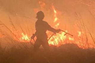Latina, vasto incendio a Sonnino sfiora le abitazioni: vigili del fuoco a lavoro tutta la notte