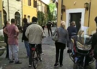Trovata una bomba inesplosa a Campo de' Fiori: cittadini evacuati e artificieri sul posto