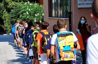 """Covid a scuola, genitori: """"Mio figlio in quarantena, ma il fratello no"""". Le regole lo permettono"""