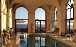 Il lussuoso hotel sul mar Tirreno che ha affittato per intero il nuovo proprietario della Roma