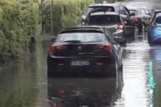 Maltempo a Fiumicino, donna finisce in un canale: i carabinieri la salvano con le tracolle dei mitra