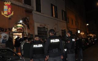 Maxi blitz nei quartieri della movida, 2 ristoranti chiusi: oltre 350 le persone controllate