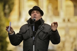 Enrico Montesano: da recordman di preferenze con il PDS a idolo dei negazionisti
