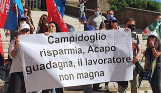 """Call center 060606 scioperano i lavoratori: """"Gara a ribasso del comune ci riduce alla fame"""""""