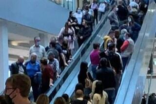 """Contagi nei centri commerciali di Roma: """"Bombe virali, chiuderli nel weekend"""""""