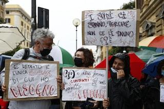 """""""Tu ci chiudi, tu ci paghi"""": dopo Napoli, manifestazione a Roma per il reddito universale"""