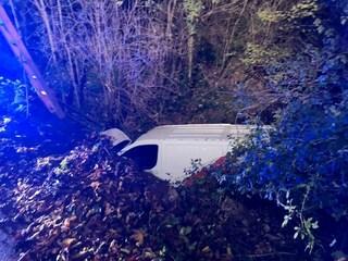 Alatri, corriere precipita da un ponte con il suo furgone: lo spettacolare incidente