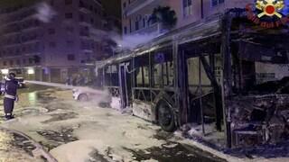 Bus Atac divorato dalle fiamme nelle notte: il secondo in una settimana