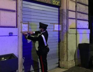 In 15 senza mascherina al bar, multa da 5mila euro al gestore: chiusi i primi locali col nuovo Dpcm