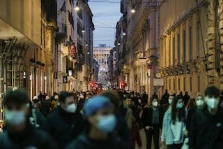 Roma, Raggi firmerà ordinanza per tenere negozi aperti fino alle 22 per evitare assembramenti