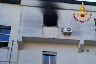 Roma, scoppia incendio all'interno di un centro d'accoglienza