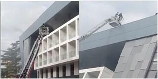 Incendio a Roma, in fiamme la nuova sede della clinica Padeia al Fleming: tratti in salvo dal tetto
