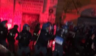 Sgombero Cinema Palazzo, in corso scontri a San Lorenzo tra manifestanti e polizia (VIDEO)
