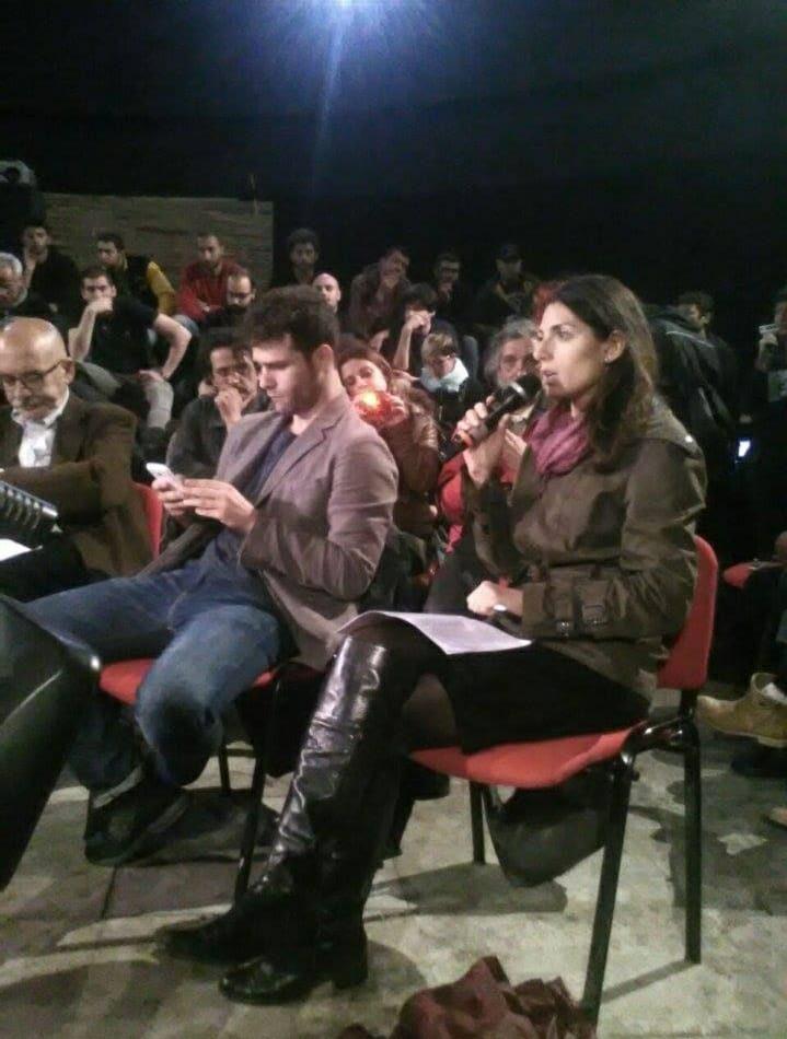 Virginia Raggi in assemblea al Nuovo Cinema Palazzo