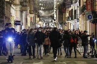 Nonostante regole Covid la scena non cambia: le immagini della folla oggi in via del Corso a Roma