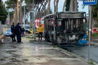 """Distrutto dalle fiamme ennesimo bus Atac: """"Era in servizio da 18 anni"""""""