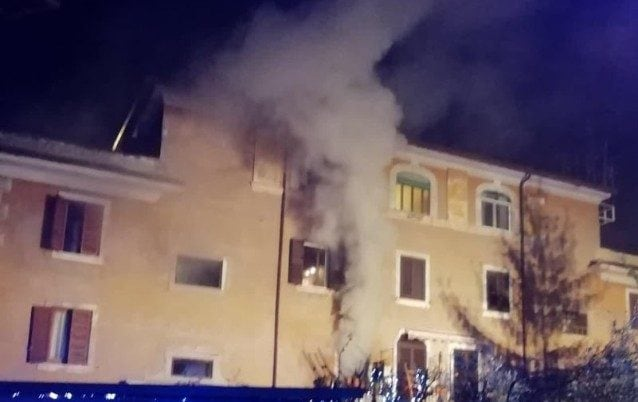 L'incendio in via Sant'Adautto (Immagine dei vigili del fuoco)