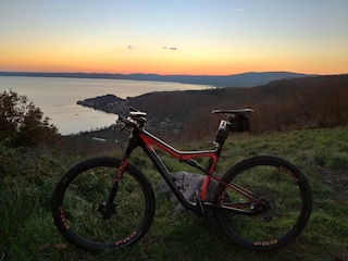 Una pista ciclabile collegherà Roma al Lago di Bracciano: il percorso in bici tra le aree protette