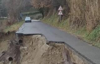 Frana tra Subiaco e Canterano: intera carreggiata crolla nel dirupo a causa del maltempo