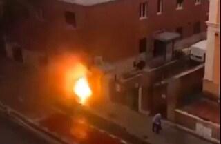 Esplosione vicino alla metro Lepanto: brucia una cabina elettrica, alta colonna di fumo