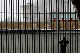 """Protesta a Rebibbia per paura del covid: """"Detenuti in isolamento insieme, rischiano di contagiarsi"""""""