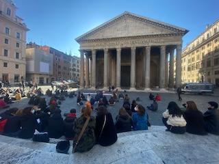 Riaprono le scuole a Roma: aule mezze vuote tra proteste e scioperi