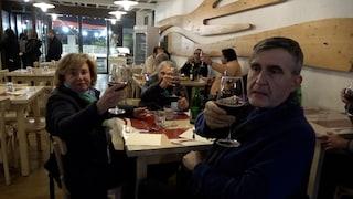 Ristoranti aperti a cena violando le regole: nessuna multa, i vigili non intervengono