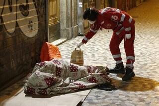 Morto un altro senza tetto a Roma. Dieci vittime in tre mesi, perché Raggi non apre le stazioni?