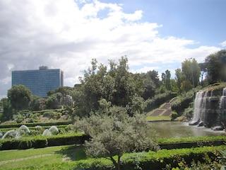 Fontane e cascate nel cuore di Roma: lo splendido Giardino delle Cascate all'Eur