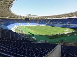 Derby Roma e Lazio, allarme sicurezza e tifosi fuori lo stadio: mille agenti all'Olimpico