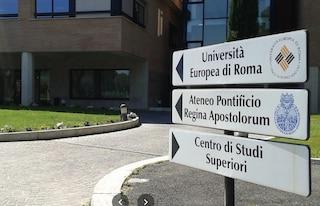 """Università cattolica adotta libro che definisce omosessualità una malattia: """"Non lo ritiriamo"""""""