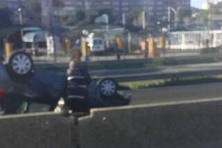 Incidente su via Pontina a Spinaceto: auto ribaltata, un ferito e chilometri di code