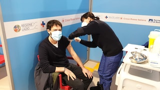 Vaccini Covid Lazio, domenica 7 marzo ultimo giorno per le prenotazioni del personale scolastico