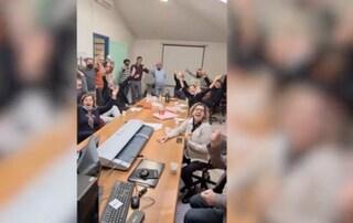 Party nell'ufficio del comune senza mascherine: nella bufera un assessore a Latina