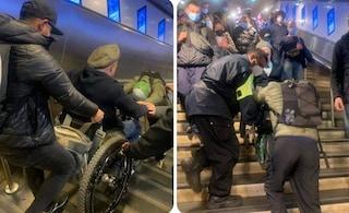 Stazione Termini, l'ascensore è fuori uso: disabile costretto a scendere le scale in carrozzina