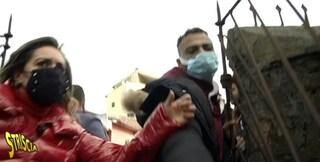 Aggredita inviata di Striscia Rajae Bezzaz: stava realizzando un servizio sul blocco degli sfratti