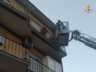 Incendio sulla Portuense: evacuati 12 appartamenti, intero palazzo inagibile