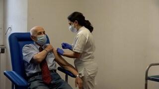 """Lazio, da 1 marzo vaccini Covid per 65enni: """"No a medici disertori, gli revocheremo la licenza"""""""