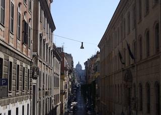 Roma: 13enne cade dalla tromba delle scale a scuola, è grave. Non è esclusa nessuna ipotesi