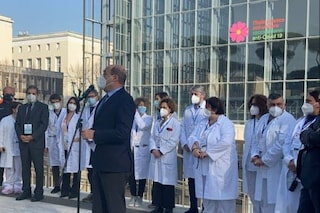 """Zingaretti annuncia: """"Faremo vaccini anti Covid nei centri commerciali di Roma"""""""